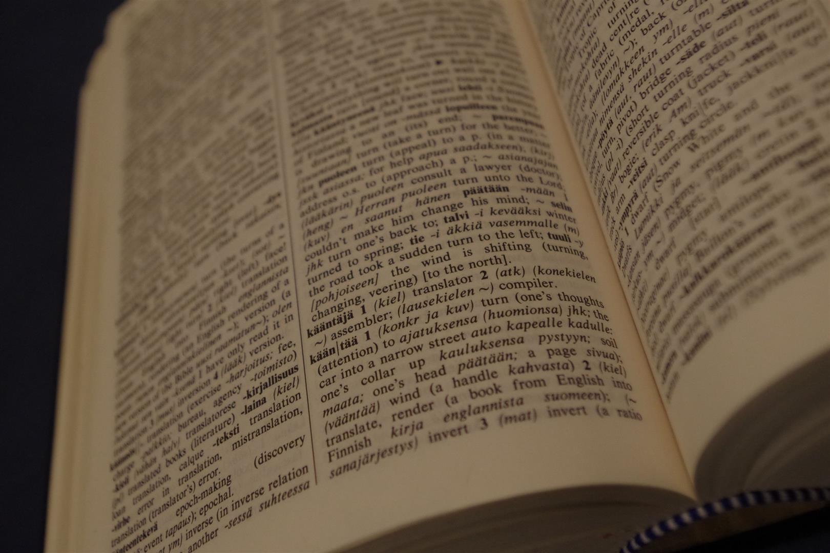 Kääntää-verbin merkitys